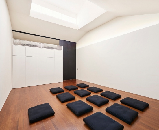 studio-left-with-cushions-hires-6000px